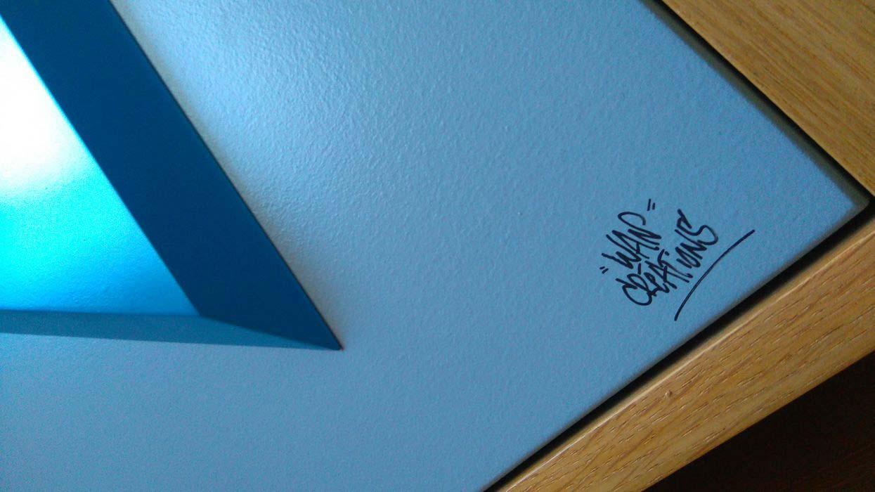 détails signature armoire
